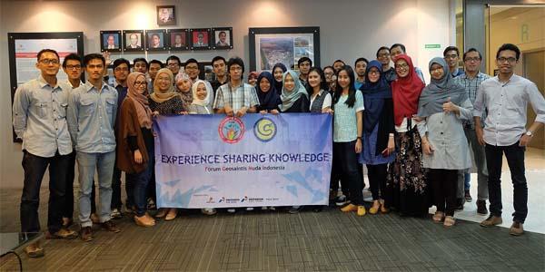Foto bersama pembacara dan seluruh peserta FGMI ESK ke-20