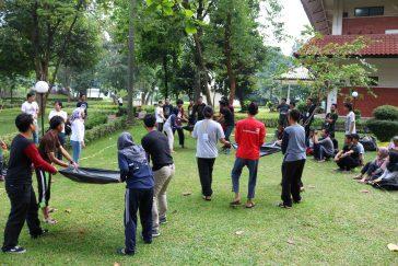 Games pagi, peserta dan panitia penuh canda tawa bermain bersama