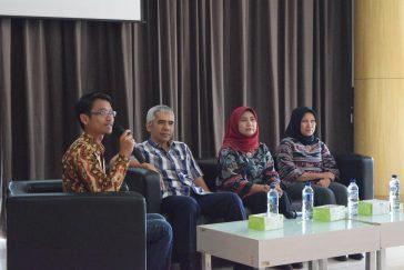"""Suasana talkshow """"Peran Geosaintis Muda dalam Sumberdaya Indonesia"""""""